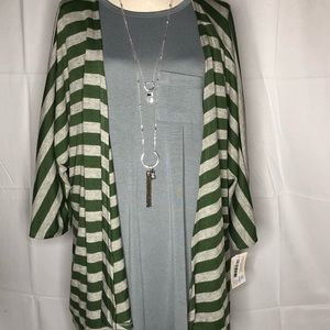 NWT Light Sweater Material Lularoe Lindsay